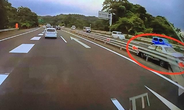 横浜横須賀道路を逆走し6人の重軽傷。容疑者は留置せず釈放?近所のカー用品店に行くルートさえ分からなくなる認知症。免許返納の条件再考の時期では?